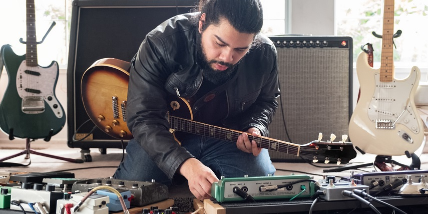 Guitarist with equipment he created in a guitar configurator