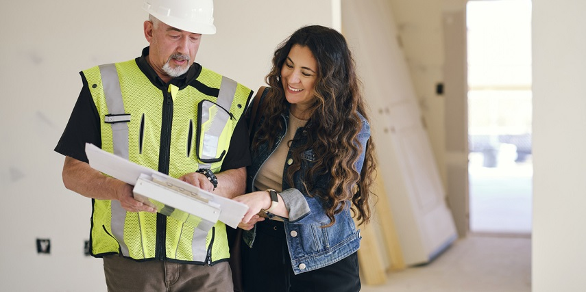 Homeowner and contractor discussing plans made in a 3D house configurator