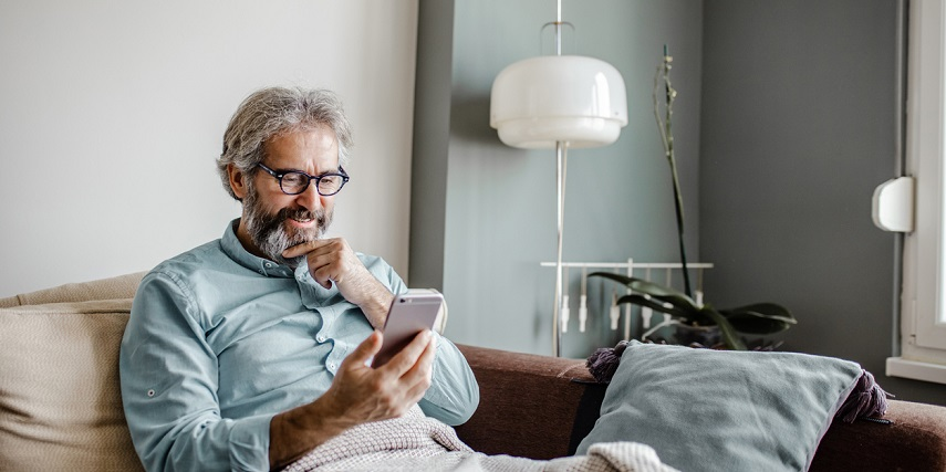 Man shopping at home and using a 3D configurator on his phone