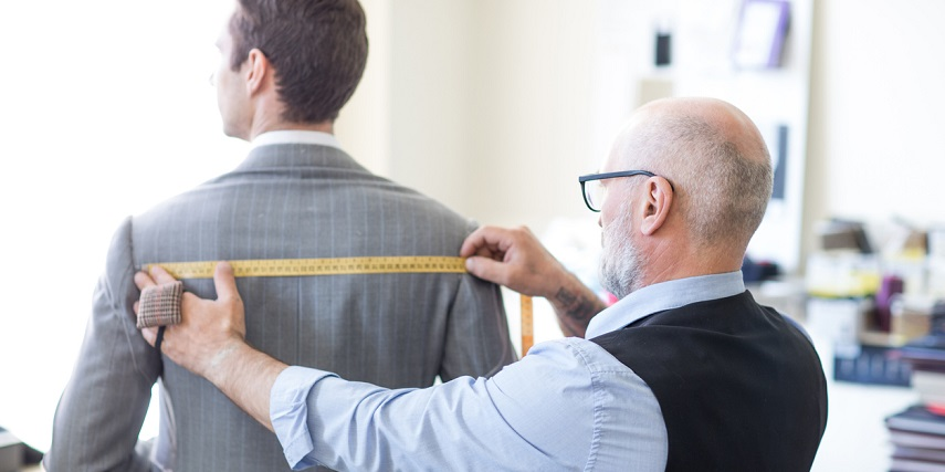 Measuring the fit of a suit along the wearers back