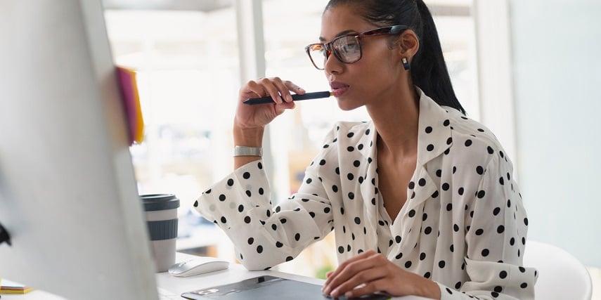 Salesperson modiyfing a Salesforce product configurator to increase customer satisfaction