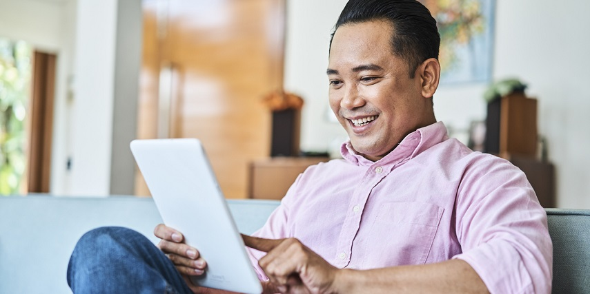 Shopper using a Magento product configurator to create custom items