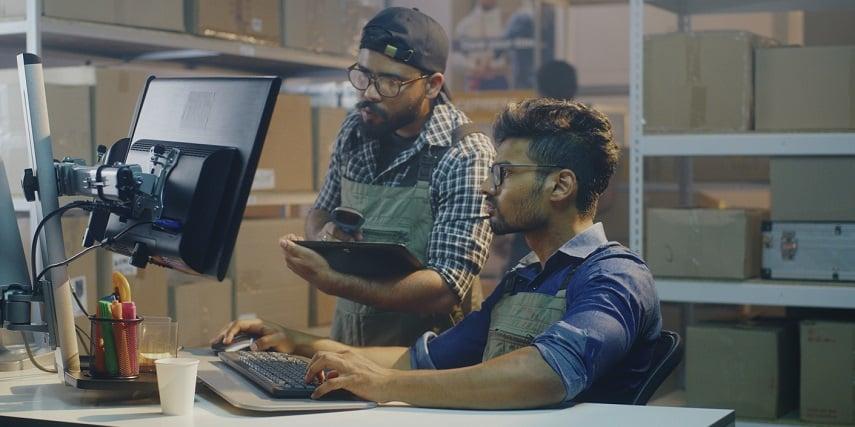 Warehouse distributor reading orders compiled through an SAP configurator